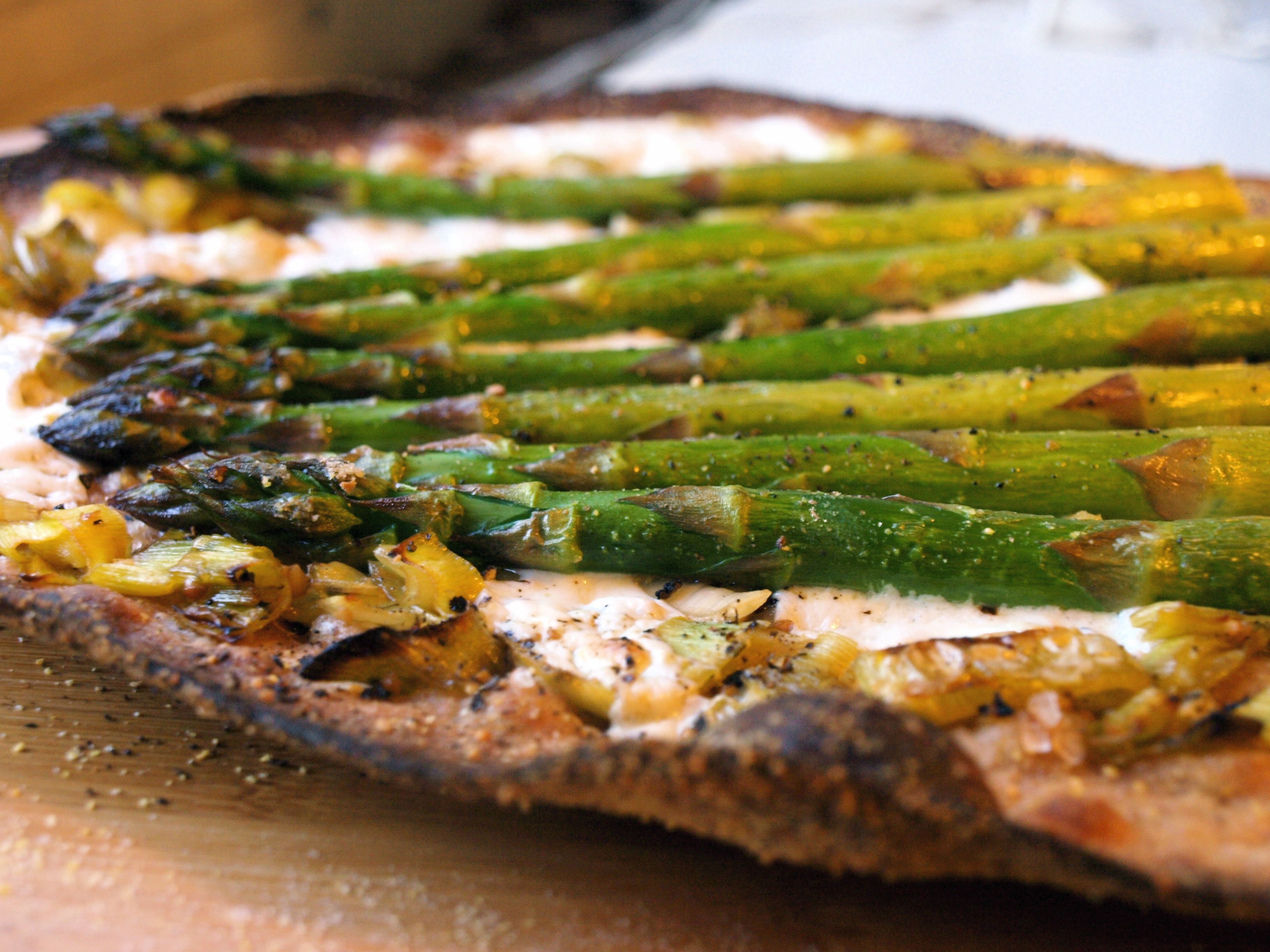 Quick and Crispy Asparagus Flatbread
