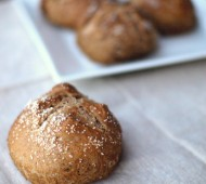 No Knead Whole Wheat Pretzel Rolls // @veggiebeastblog