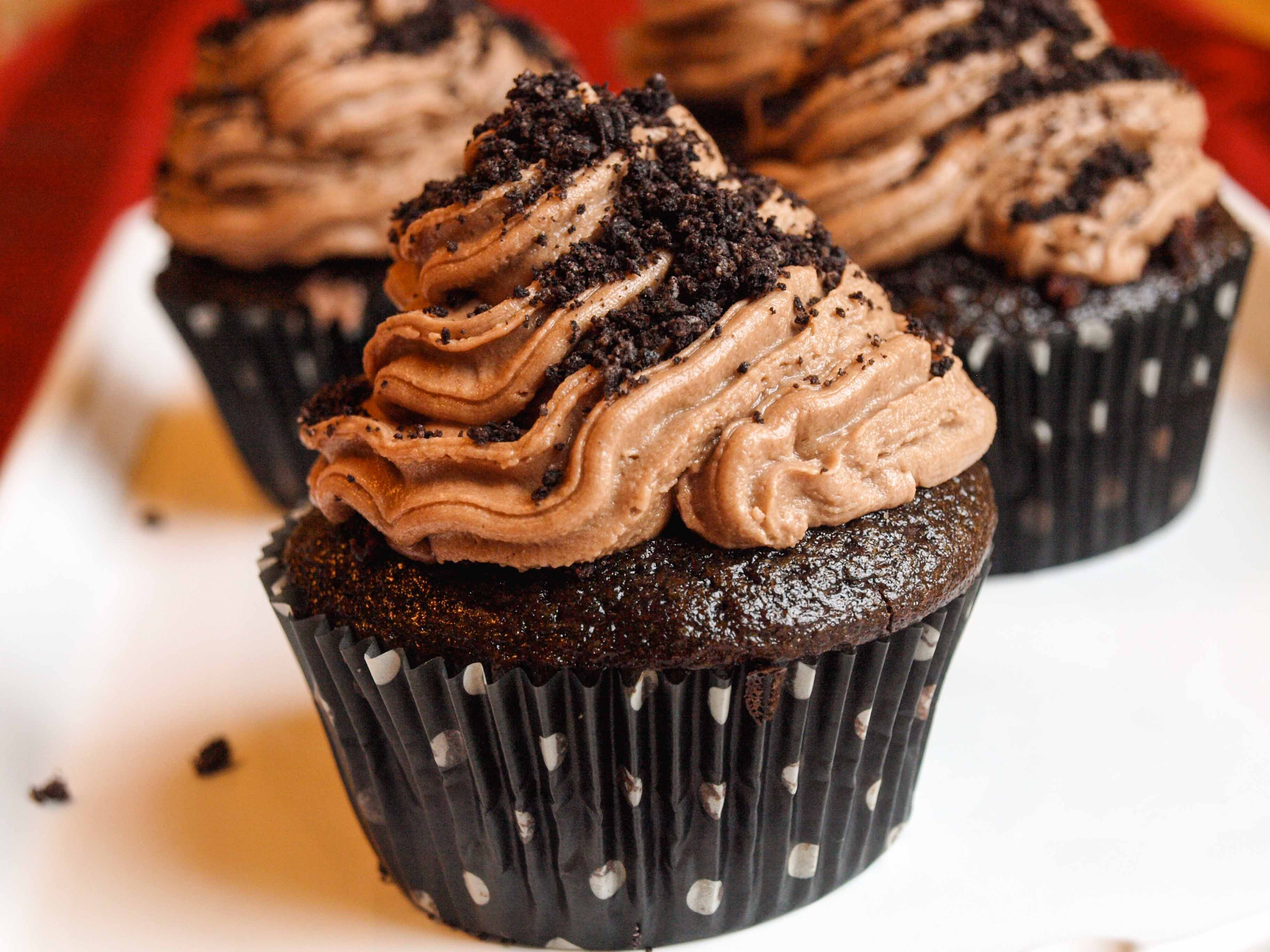 Dirt-Cake Stuffed Cupcakes with Nutella Buttercream