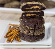 Dark Chocolate Peanut Butter Cup Cookies // @veggiebeastblog