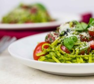 Kale Pesto and Tomato Linguine // @veggiebeastblog