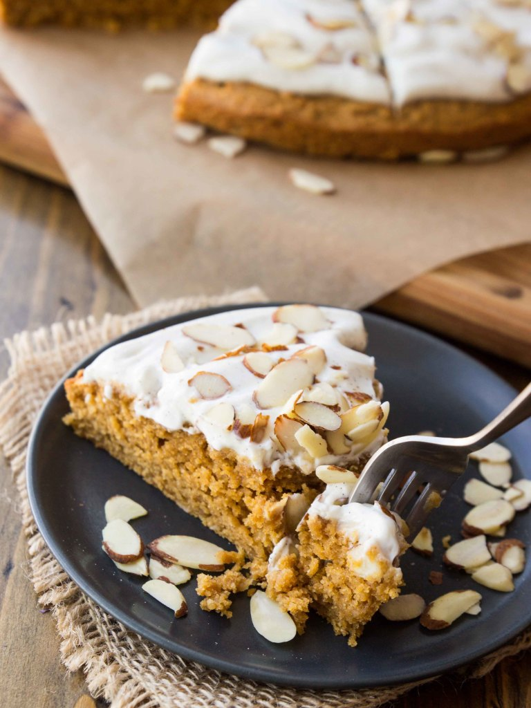 Almond Pumpkin Spice Breakfast Cake with Vanilla Bean Greek Yogurt Frosting | veggieandthebeastfeast.com