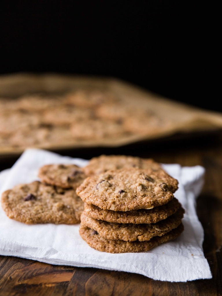 Thin and Crispy Almond Butter Oat Cookies // veggieandthebeastfeast.com #vegan #glutenfree