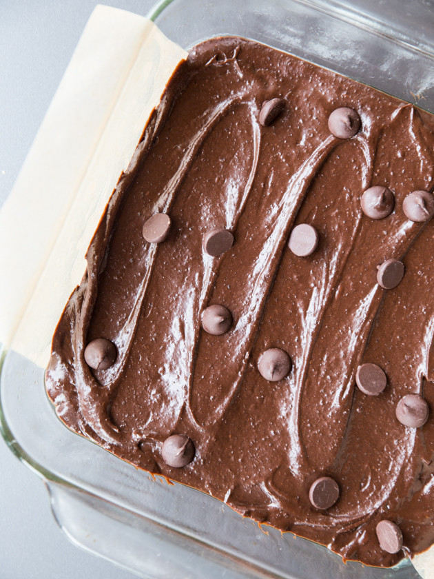 Fudgy Black Bean Nutella Brownies // @veggiebeastblog #glutenfree
