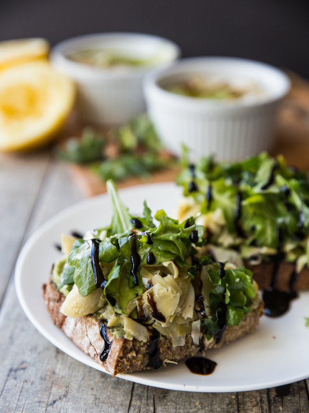 Open-Faced Lemon Pepper Artichoke and Arugula Sandwiches // @veggiebeastblog
