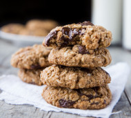 Chewy Coconut Oatmeal Chocolate Chip Cookies // @veggiebeastblog #vegan #glutenfree