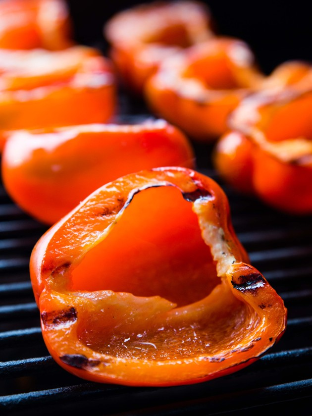 Peanut Ginger Noodle-Stuffed Grilled Red Peppers @veggiebeastblog #vegan #glutenfree