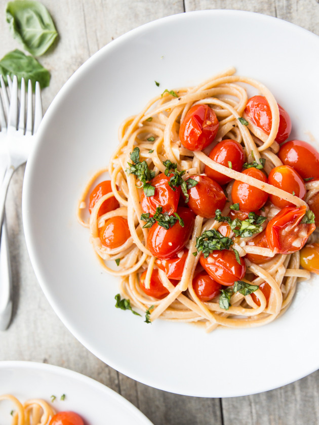 Easy Garlic Butter Cherry Tomato Linguine - a quick, luxurious weeknight meal!