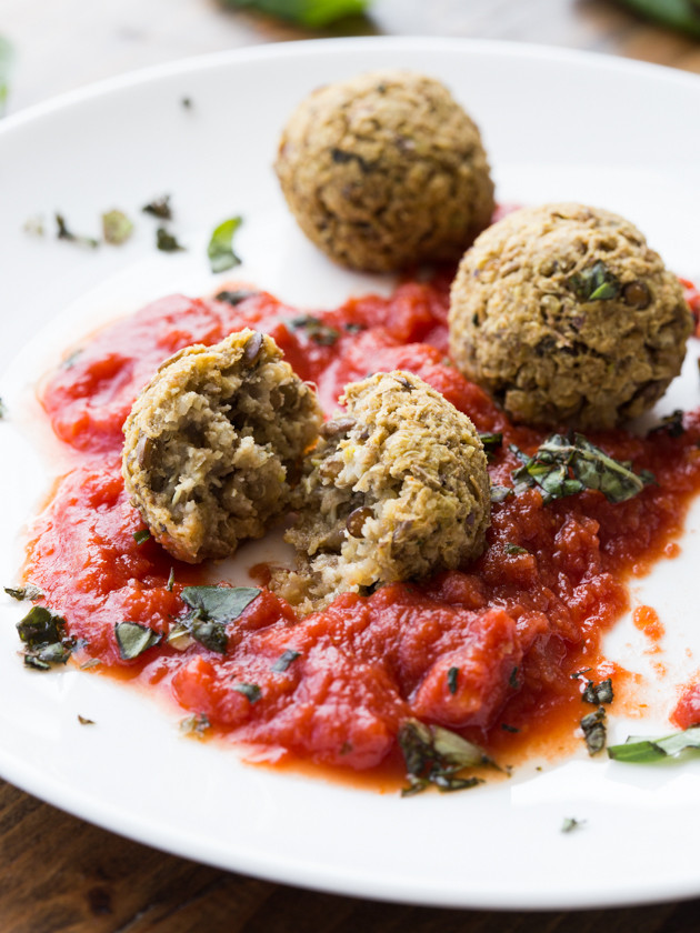Lentil, Quinoa and Pistachio Meatballs - hearty, vegan and gluten free meatballs!